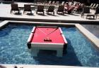 Stół bilardowy w basenie? Dlaczego nie.