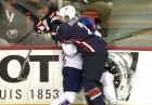 NHL. Dwie bójki hokeistów podczas meczu Anaheim Ducks - Buffalo Sabres