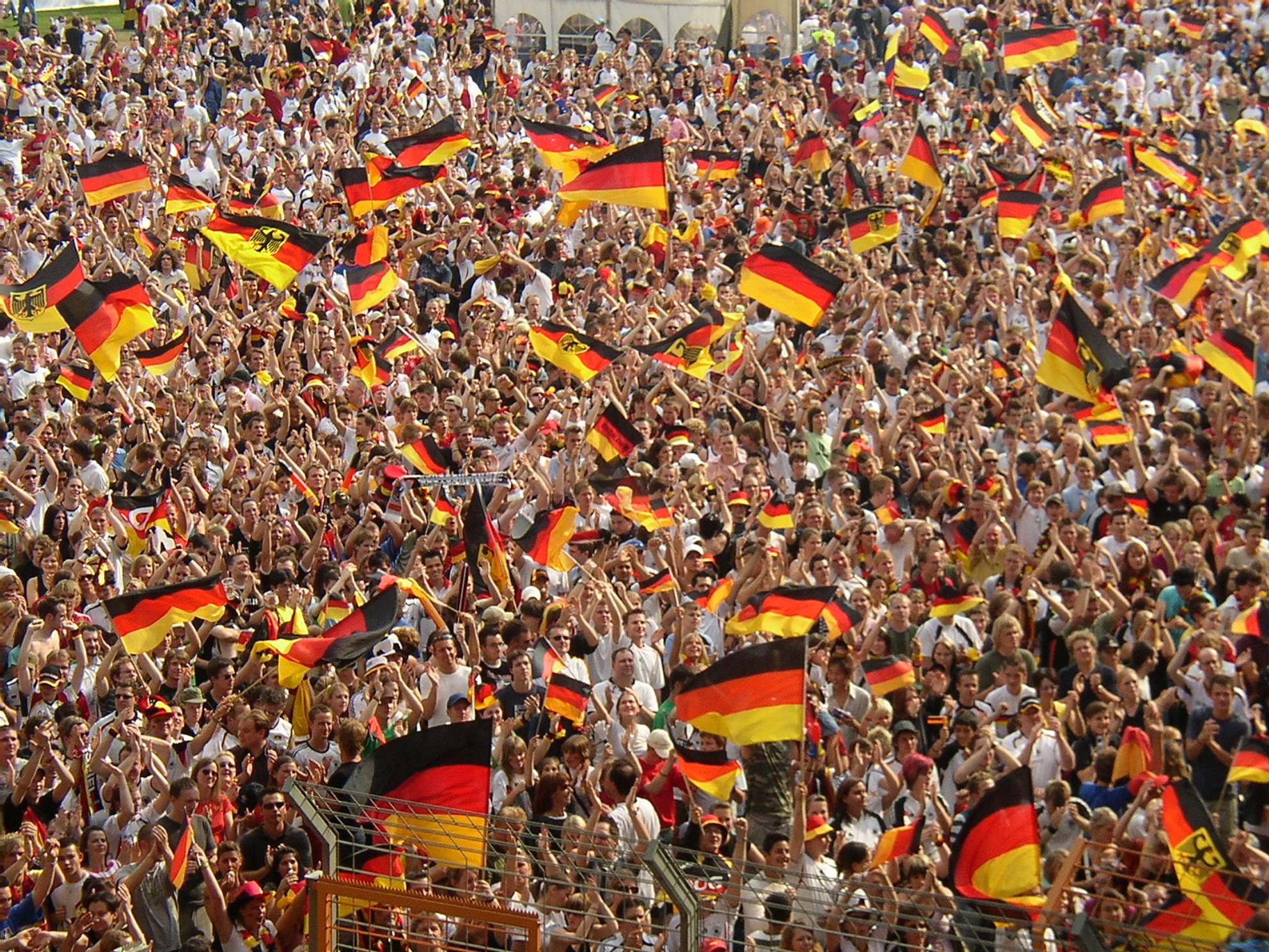3eb2df512 Powrót do artykułu Kliknij tutaj, żeby zobaczyć fotkę w oryginalnym  rozmiarze · Kibice reprezentacji Niemiec. «