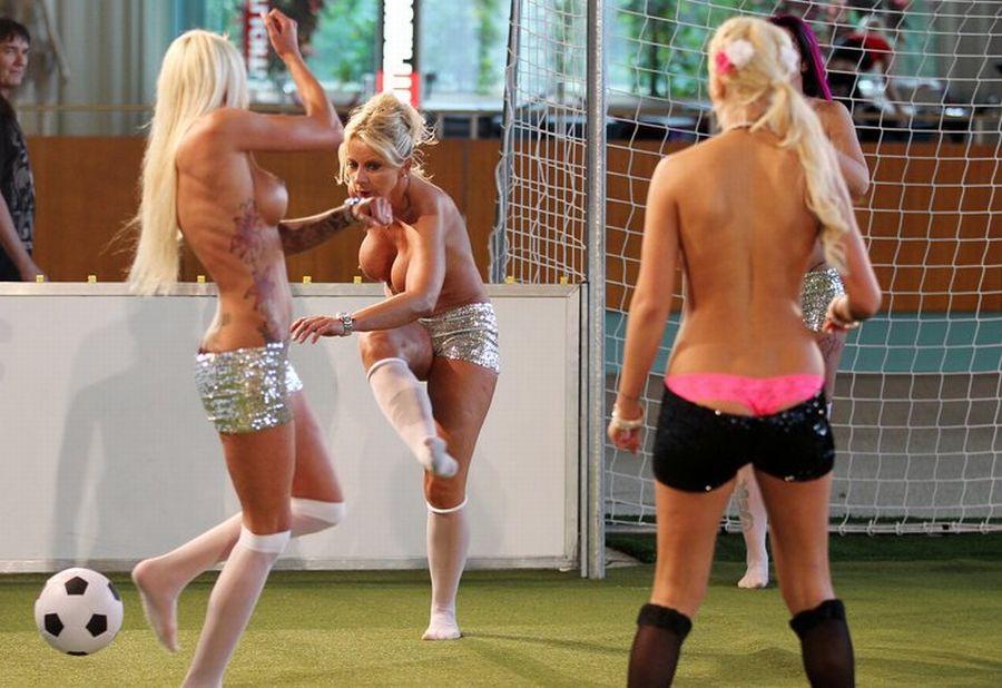 Как живут заключенные в женской тюрьме США. Голые девушки сыграли в футбол. Сайт ра