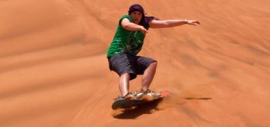 Narciarze trenują na pustynnych górach