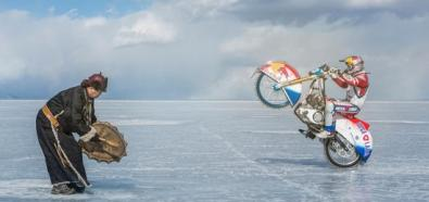 Daniil Ivanovc szaleje motocrossem po lodzie
