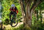 Szalony zjazd rowerem z wymagającej góry